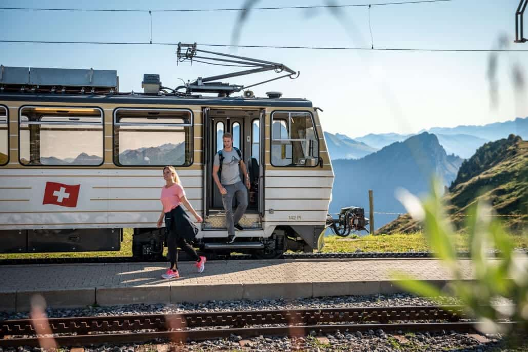 By train, bus and boat to the hiking experience