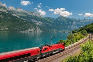 Railjet am Walensee